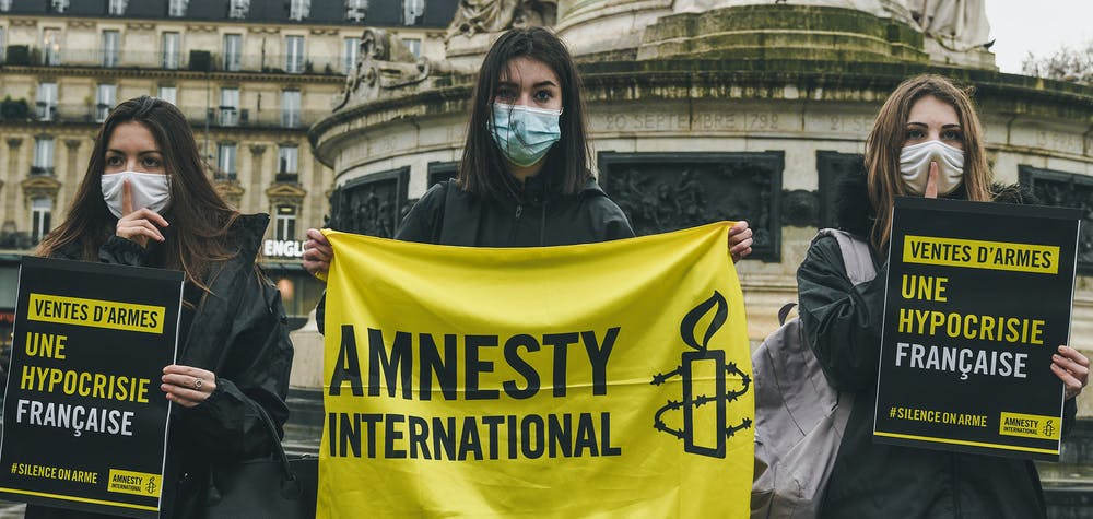 Opération militante sur la place de la République contre les ventes illégales d'armes françaises