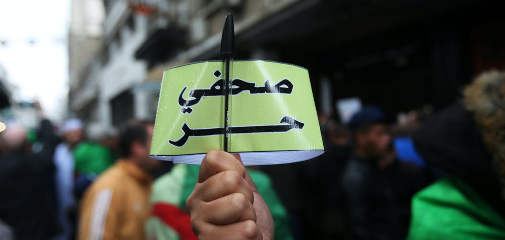 """Algerian journalists demonstrate for freedom of the press during a protest against the country's ruling elite and rejecting the December presidential election in Algiers, Algeria November 15, 2019. The armband reads """"Free journalist."""" REUTERS/Ramzi Boudina"""