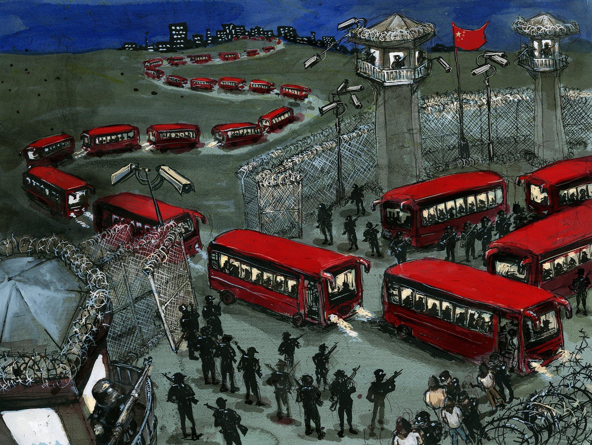 Des bus transportant des détenus arrivent dans un camp d'internement