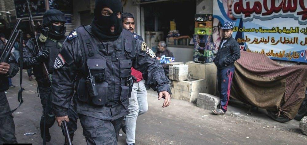 Policiers égyptiens dans les rues
