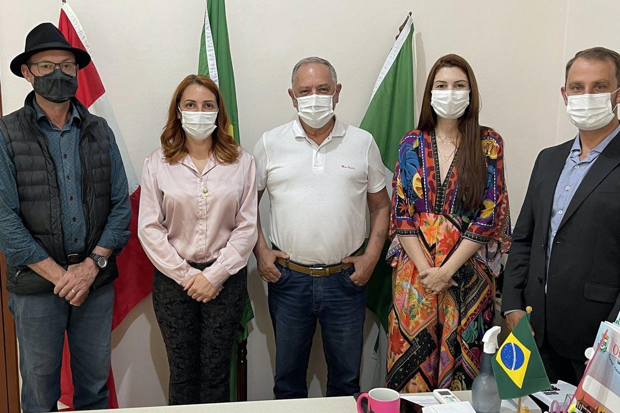 Reunião com a prefeita Cleci Veronezi e o médico clínico geral Armando Taranto Júnior