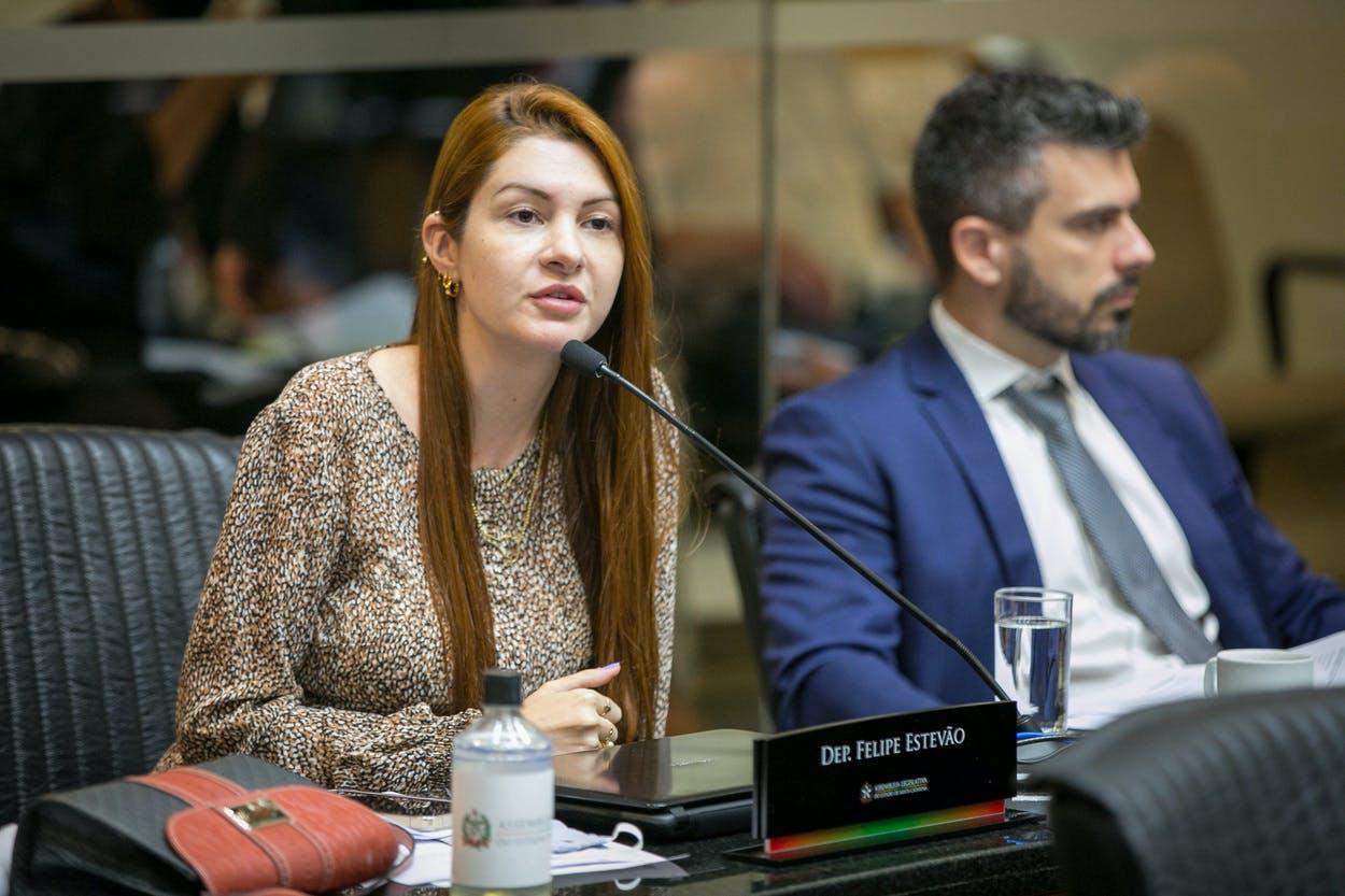 Deputada Ana Campagnolo na Comissão de Constituição e Justiça