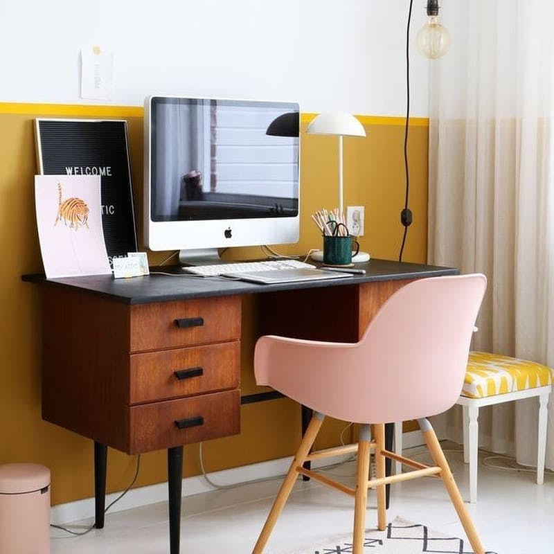 home office con amarillo