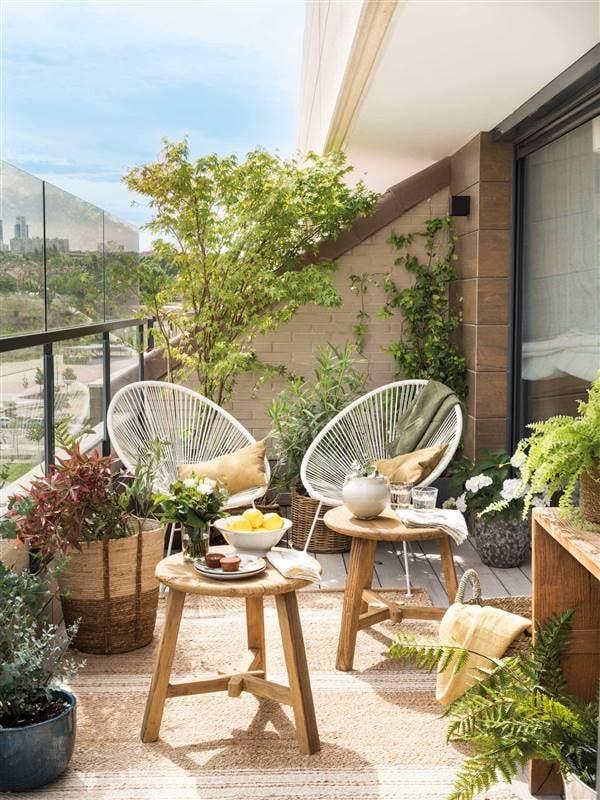 Terraza con dos sillones Acapulco en blanco