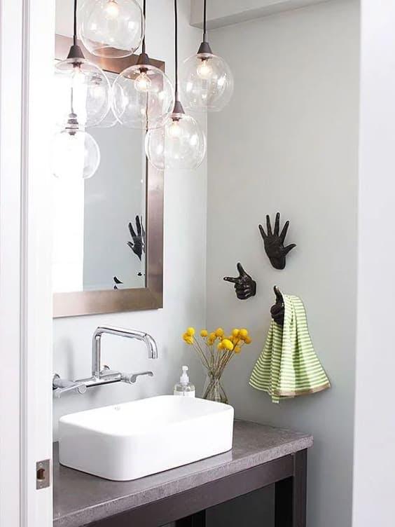 Baño pequeño con lavabo a posar rectangular