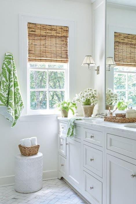 Baño en blanco estilo rústico