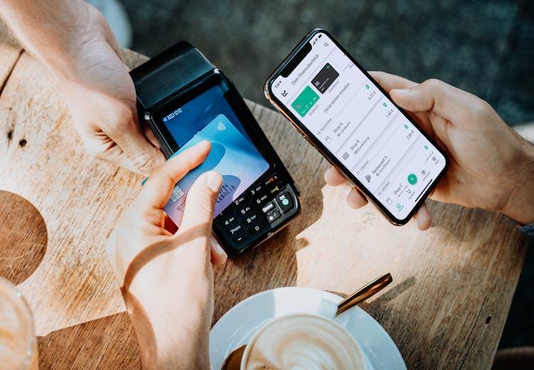 Zahlungsmittel verknüpfen und digitale Kassenbons in Verbindung mit smarten Mehrwerten gleichzeitig erhalten.