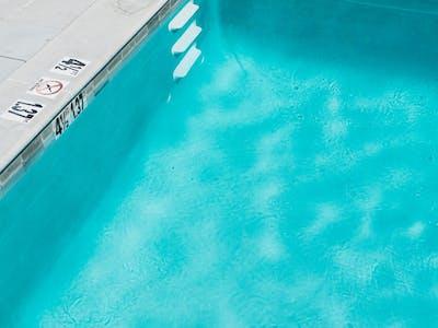 Rénover une piscine publique