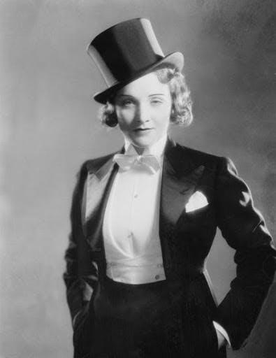 """Marlene Dietrich à la mode """"Garçonne"""" des années 1920"""
