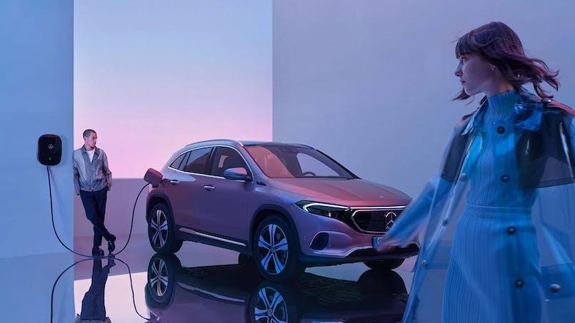 Mercedes-Benz EQA í hleðslustöð