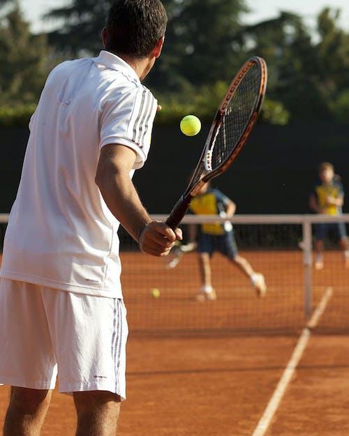 Courts de tennis et tournois