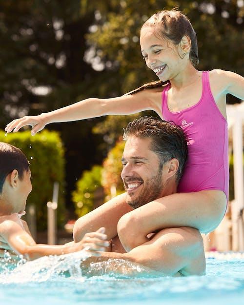 Piscines familiales et cours de natation