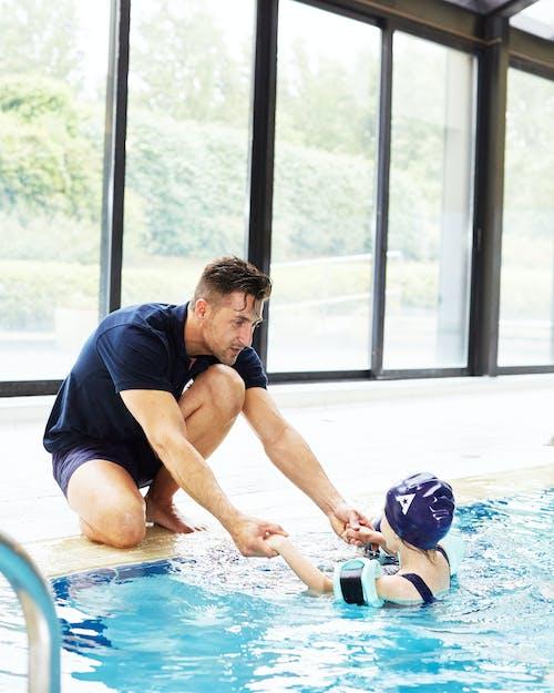 Cours de natation pour enfant