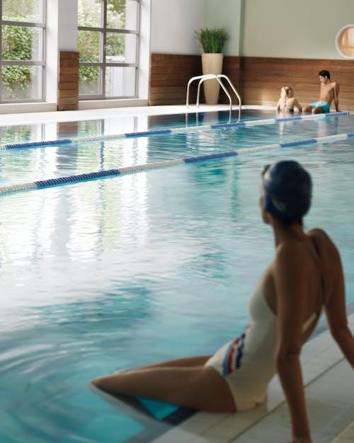 Een binnenzwembad van 21 m