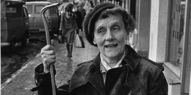 Astrid Lindgren med kofot, illustration ur Pomperipossadebatten