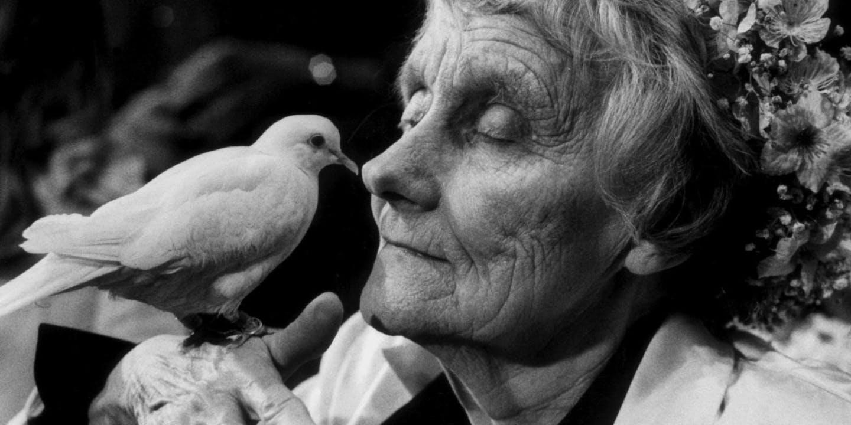 Astrid Lindgren med duva