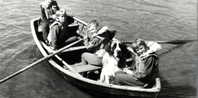 Barn i båt