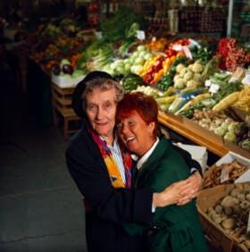 Astrid och dottern Karins rödhåriga skolkamrat