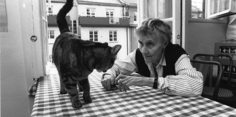 Astrid med katt