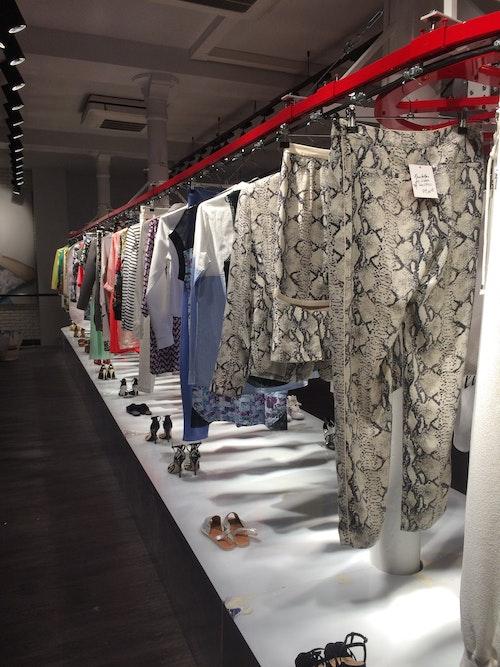 Clothing Conveyor photo 2