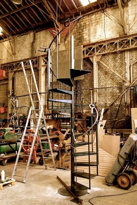 Escalier en colimaçon dans l'atelier