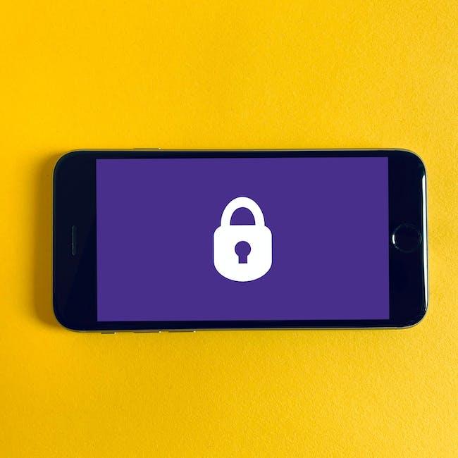Telefon komórkowy z kłódką na ekranie symbolizującą bezpieczeństwo punktów końcowych