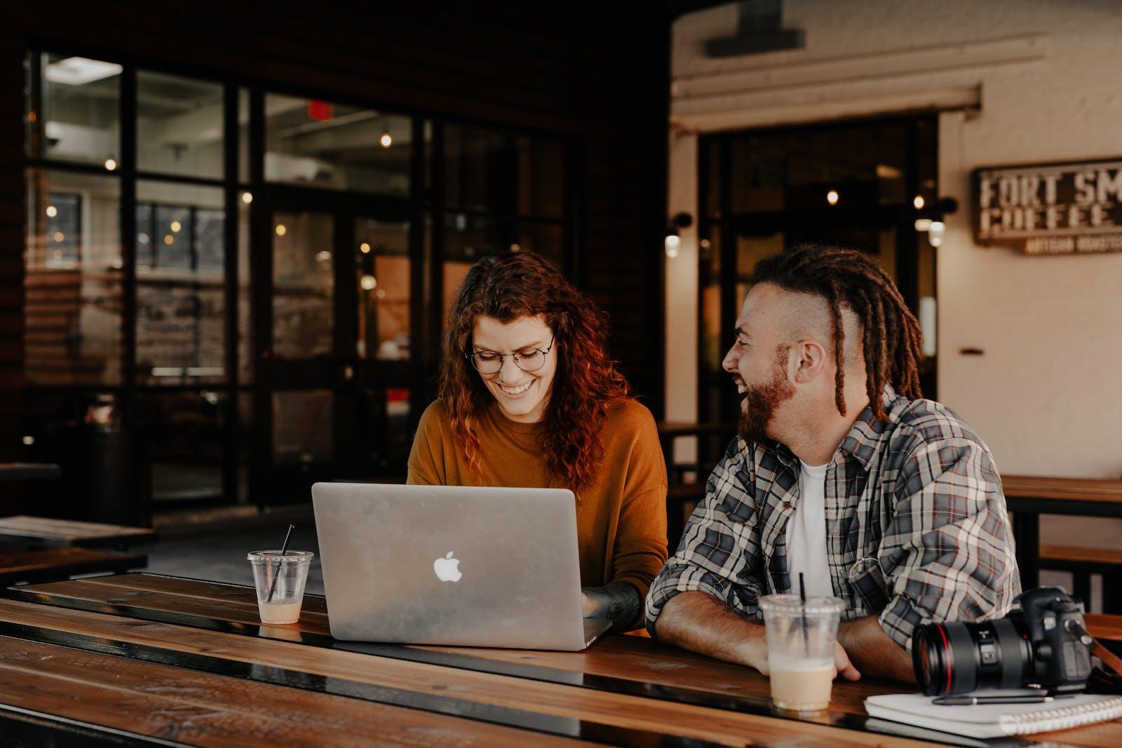 Amélioration de créativité, de la cohésion et de la dynamique de groupe au sein de l'entreprise. Soin énergétique Reïki pour aider à lutter contre le stress au travail.