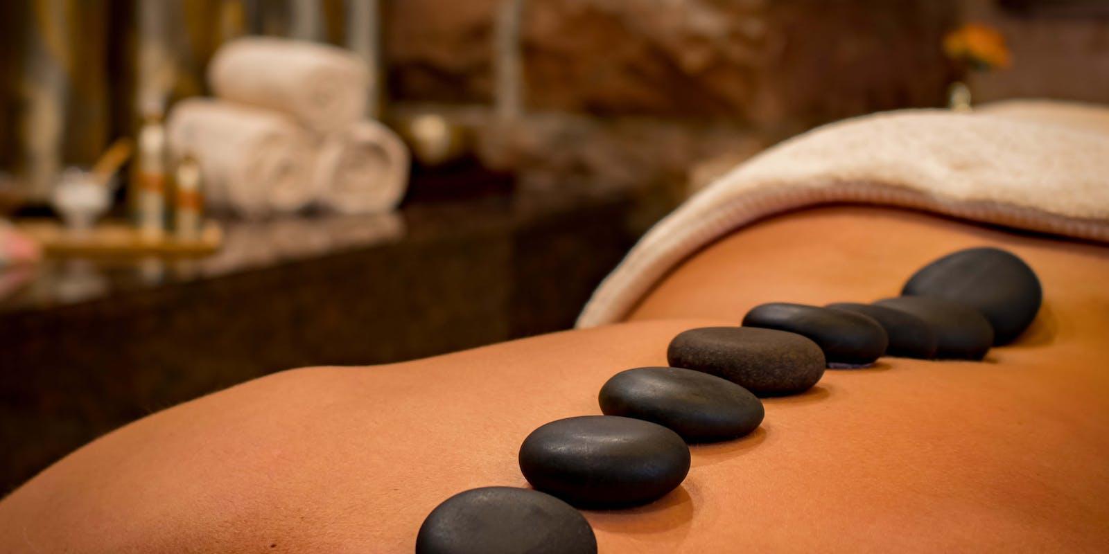 Modelage – massage aux huiles et aux pierres chaudes – détoxification – soin bien être – relaxation et détente – soin naturel – voyage intérieur – soigner naturellement.
