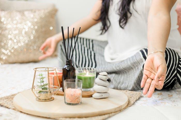 Accompagnement et coaching – programme bien être et coaching sur mesure – méditation – naturopathie – soin énergétique Reïki et LaHoChi – Photo-Thérapie – Massage aux pierres chaudes – Qi Gong des 6 sons.