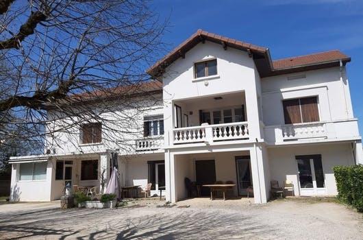 La résidence seniors Les Pérolines à Saint-André-le-Gaz en Isère