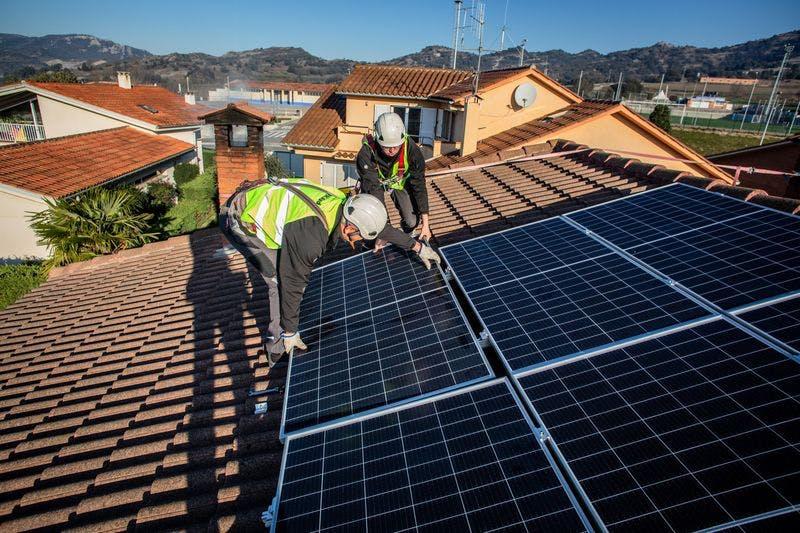 rooftop solar workers
