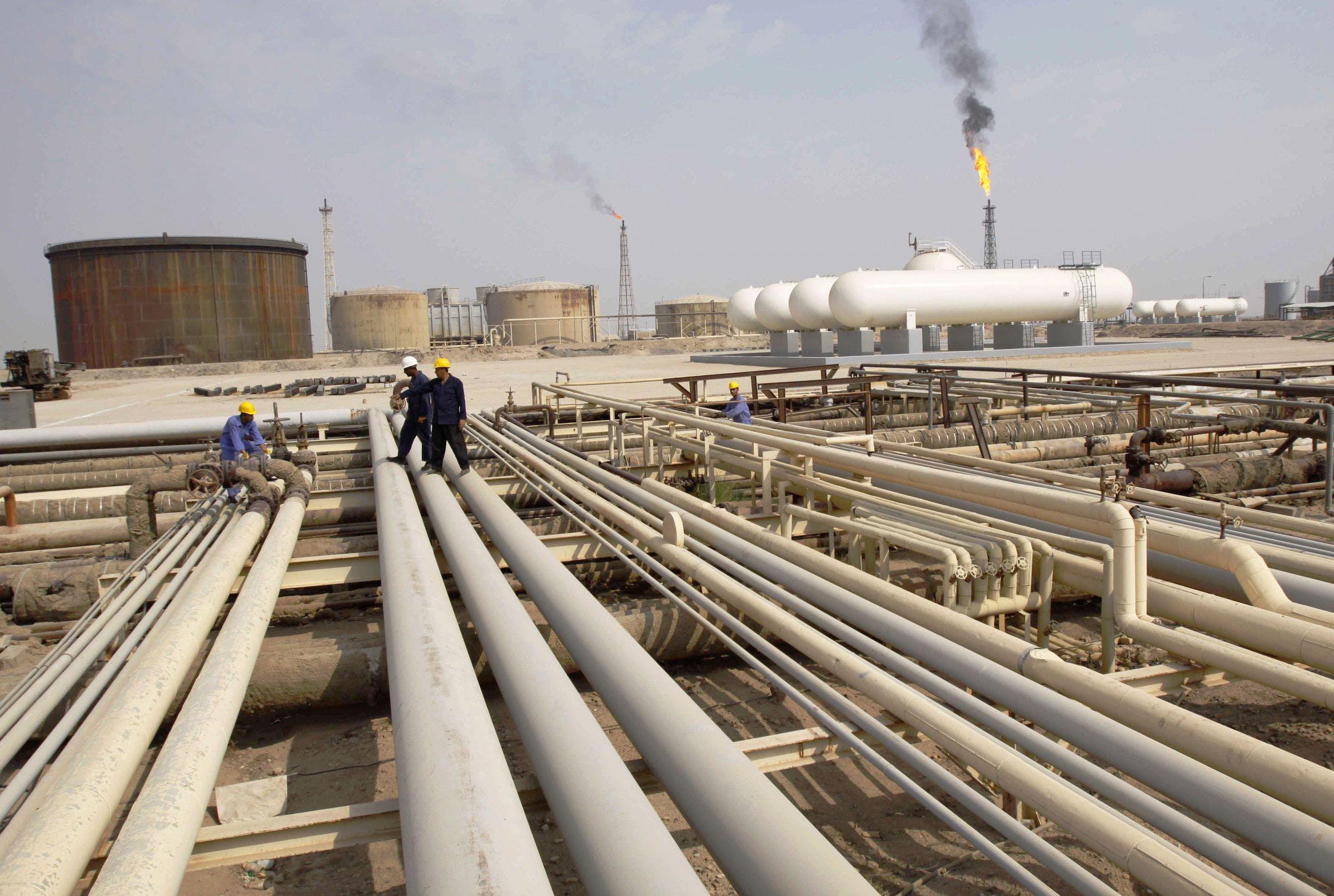 Iraquis walking on oil pipelines