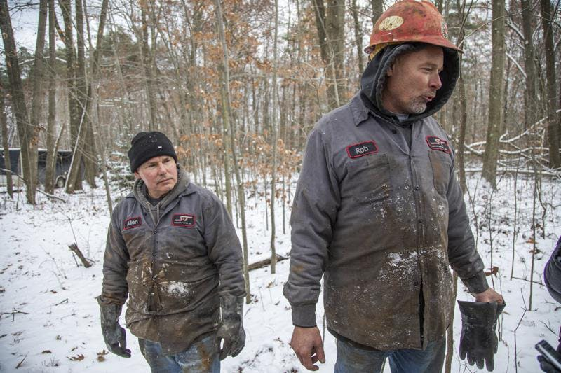 workers plug oil wells Pennsylvania