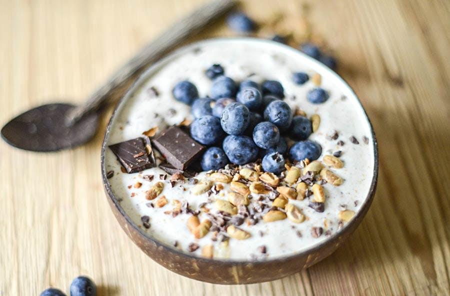 Vanilla Protein Smoothie Bowl w/ Dark Chocolate & Blueberries