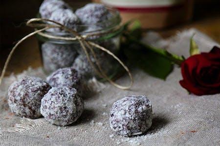 Bare Berries Snow Balls