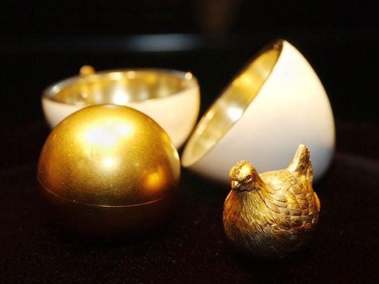 Il primo uovo Fabergé, progettato per Maria Fedorovna, moglie dello zar Alessandro III. Foto © DR