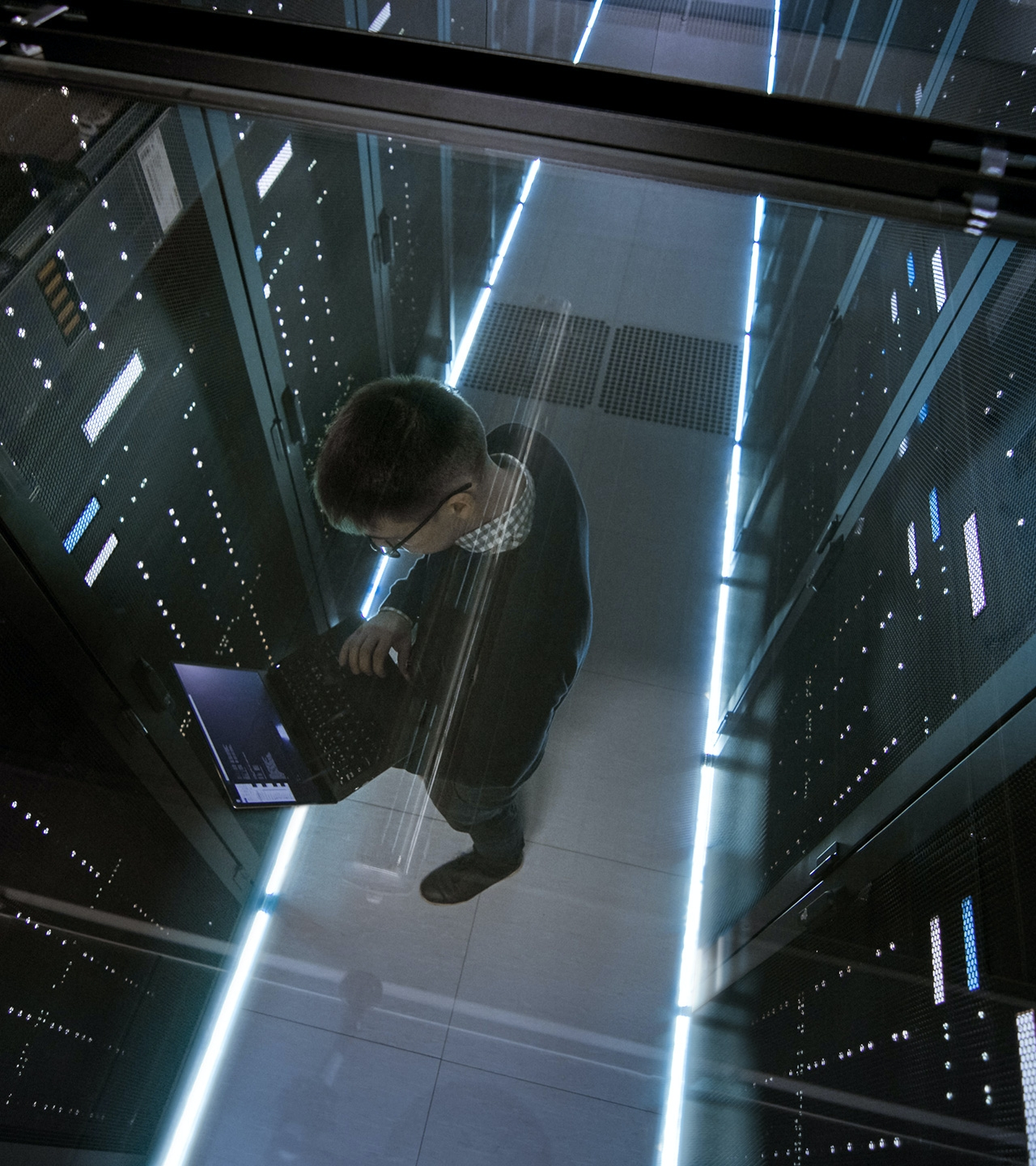 SysOps engineer on the disaster recovery site - hero image
