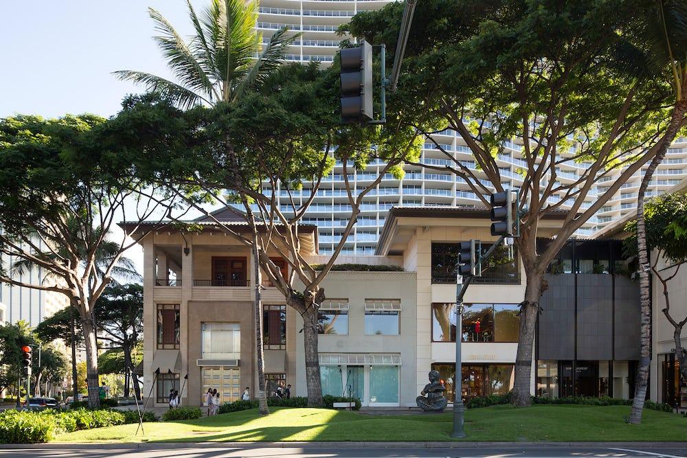 2100 Kalākaua Avenue
