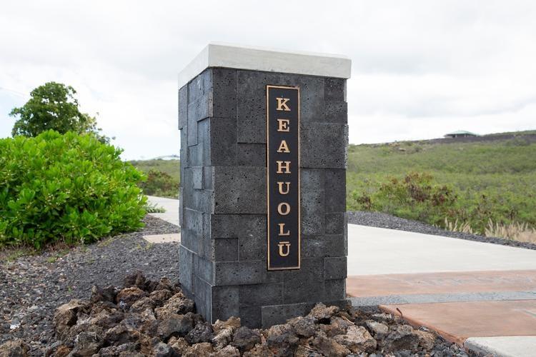 Keahuolū and Kealakehe sidewalk markers