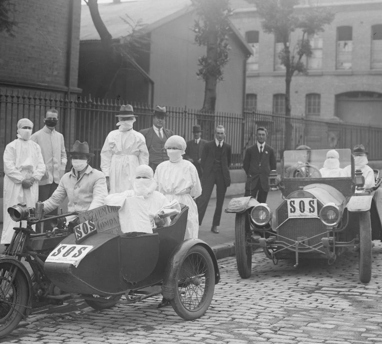 Nurses in Chippendale, New South Wales, Australia. 1919. (Source: The New York Times)