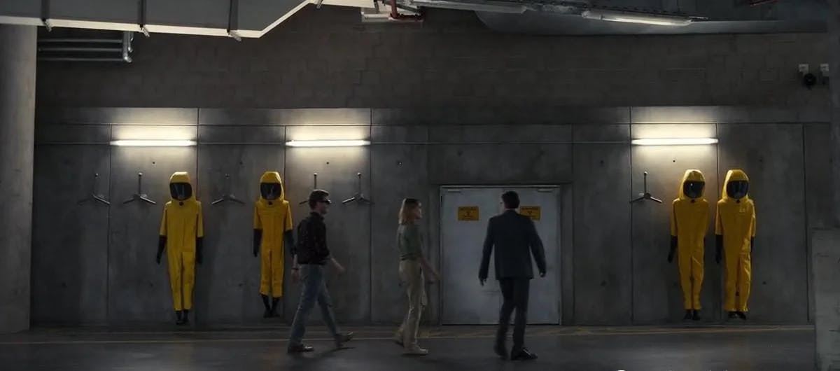 The usage of yellow in dark cinematography