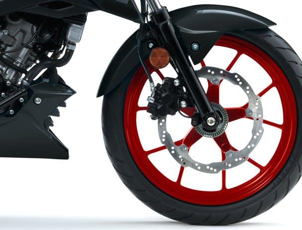 SUZUKI GSX-S125 front wheel and brake