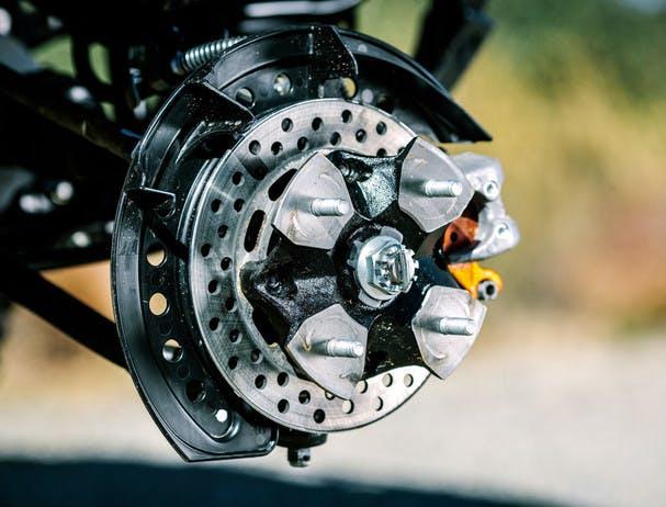 SUZUKI KINGQUAD 500AXI 4x4 braking