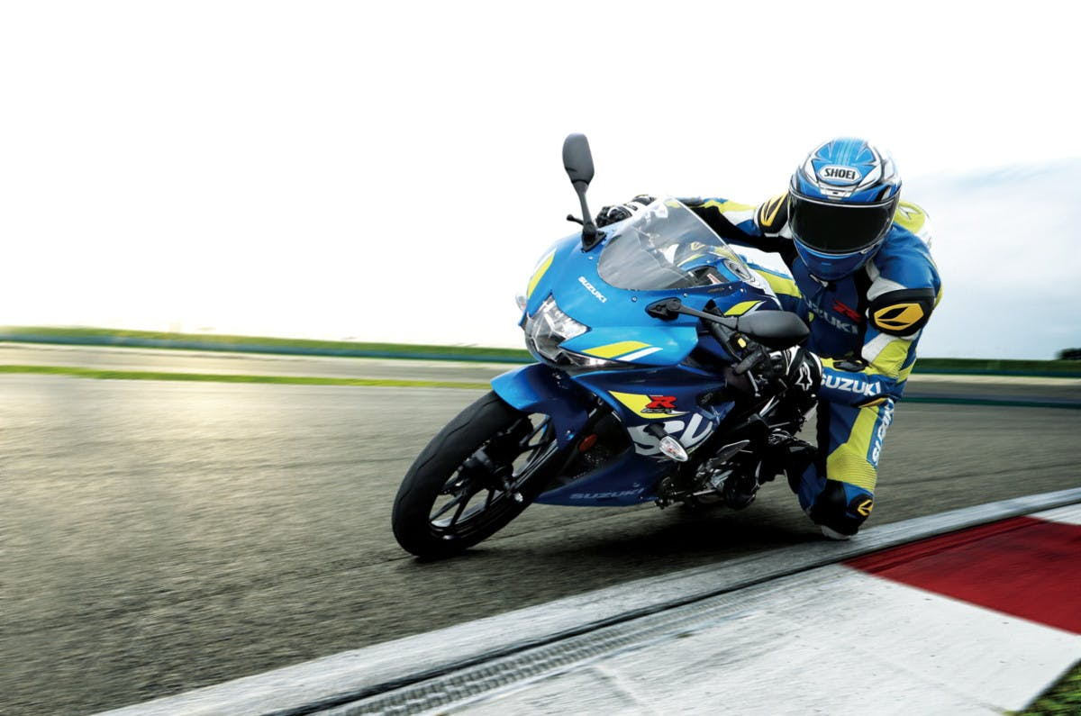 SUZUKI GSX-R125 being ridden on a race track
