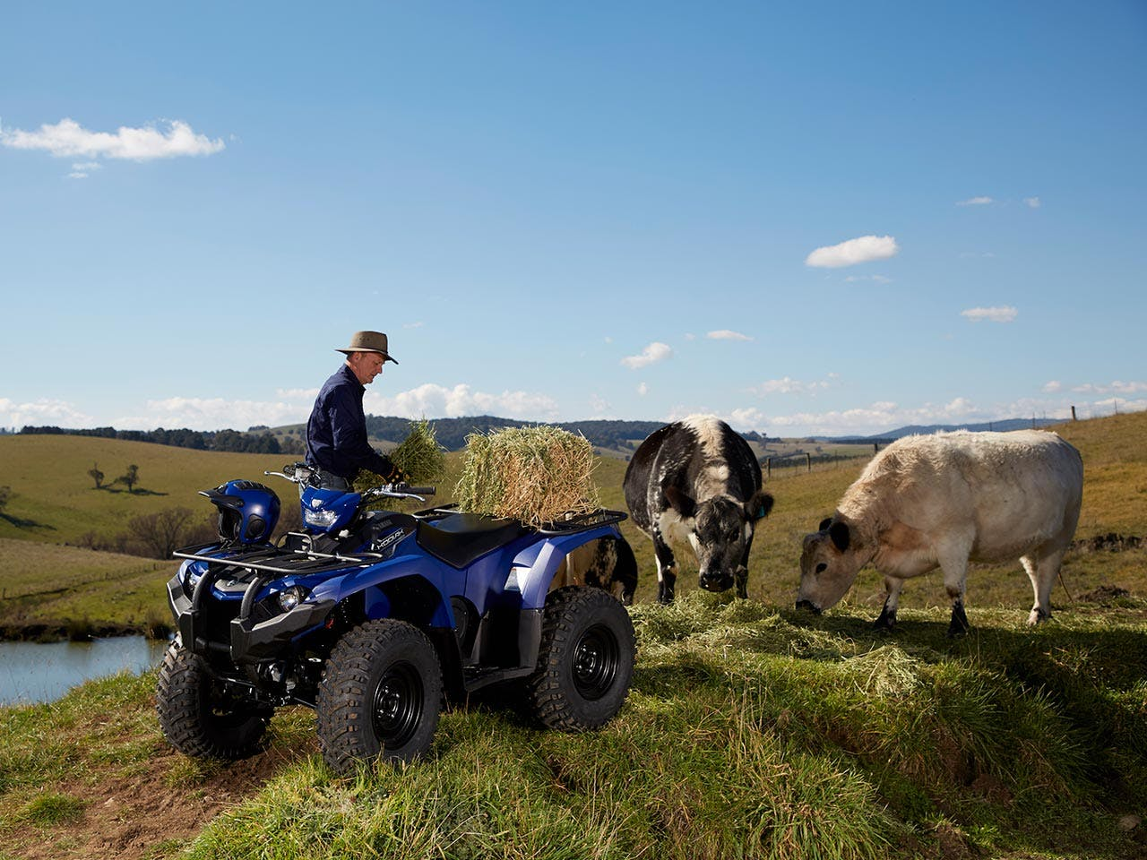 Yamaha Kodiak 450 EPS in steel blue colour loaded with hay bales