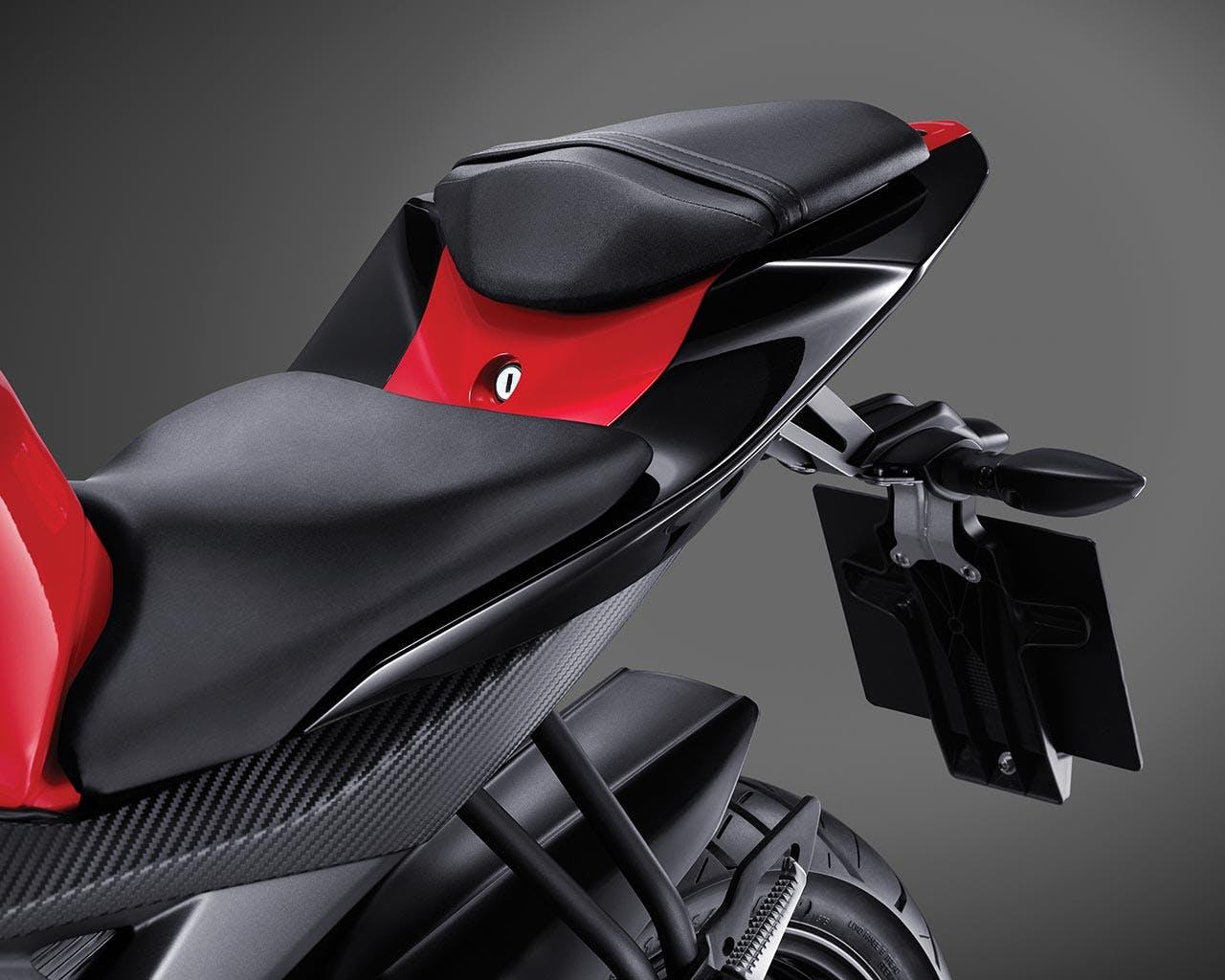 Yamaha YZF-R15 split seat with pillion