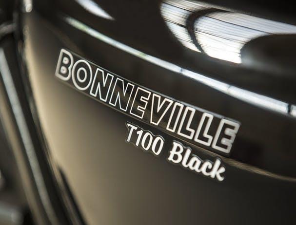 TRIUMPH THE BONNEVILLE T100 BLACK Usb charging socket