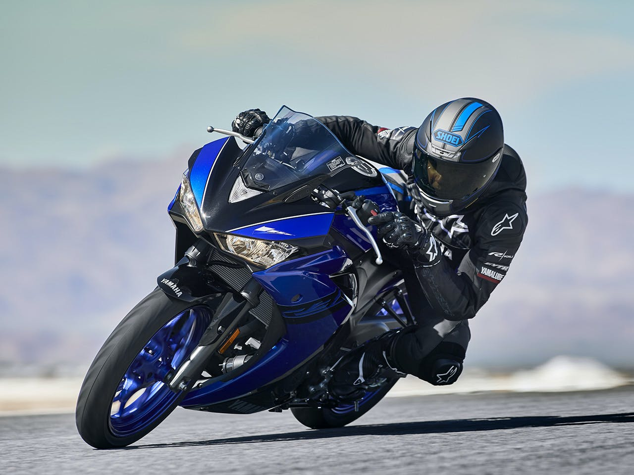 Yamaha YZF-R3 2018 being ridden on a hill road