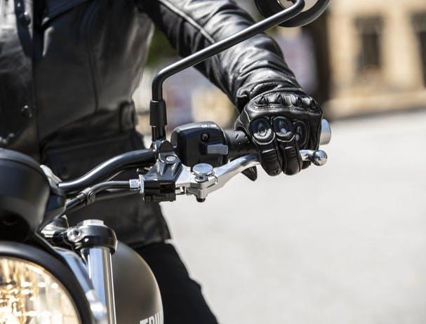 TRIUMPH STREET TWIN torque-assist clutch
