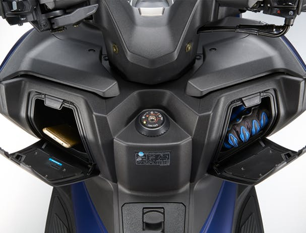 Kymco Xciting S 400i glove boxes